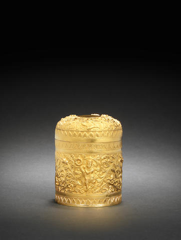 An Indian 22ct gold embossed cylinder tea caddy. 224g