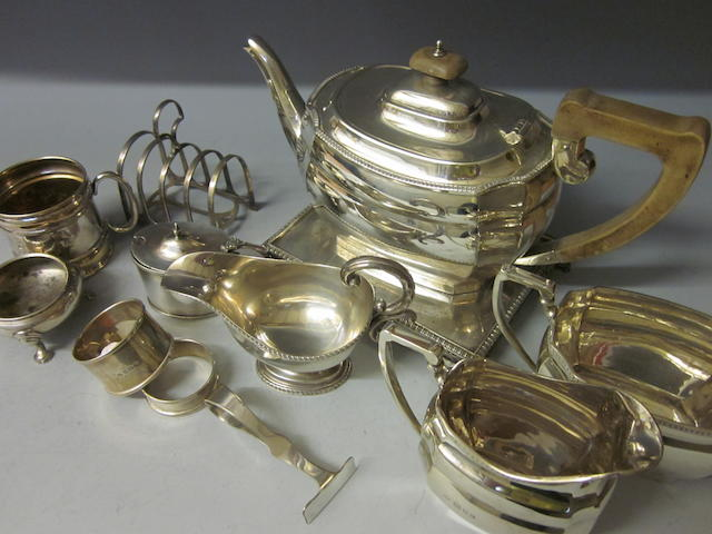 A matching three piece silver tea service, London 1930, 1932  (Qty)
