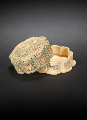 An ivory lobed box and cover 18th/19th century