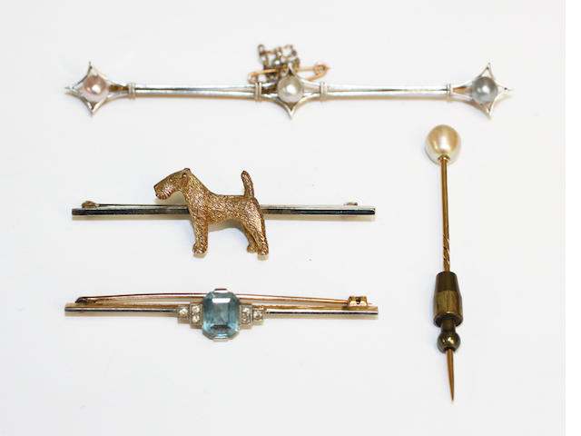 An early 20th Century three pearl bar brooch, together with a pearl stickpin, an aquamarine & diamond brooch and a terrier stick pin (4)