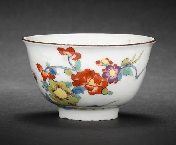 A Meissen teabowl circa 1722-1728