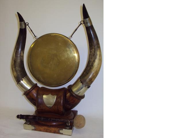 A Victorian horn mounted dinner gong