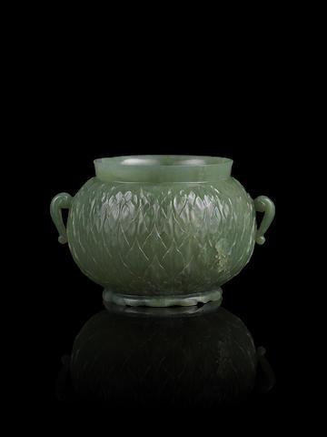 A fine Mughal-style green jade globular jar 17th/18th century