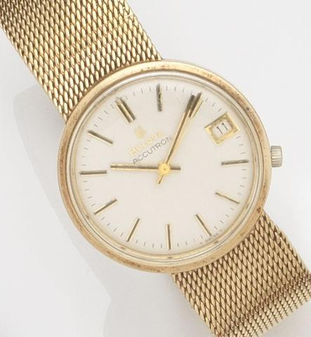 Bulova. A 9ct gold quartz calendar bracelet watchAccutron, Ref:218D, Case No.3-387408, Sold 14th March 1978