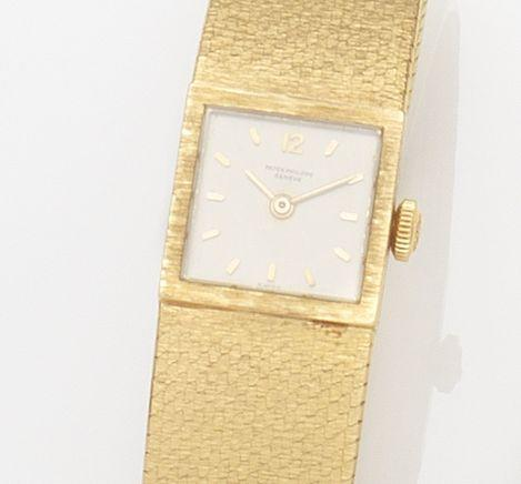 Patek Philippe. A lady's 18ct gold manual wind bracelet watchRef:3285/49, Case No.2652565, Movement No.989729, Circa 1968