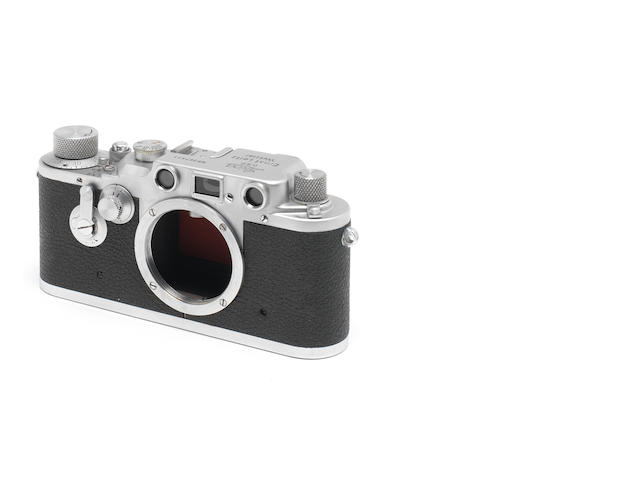 A Leica III-D delayed release, red curtain 367313