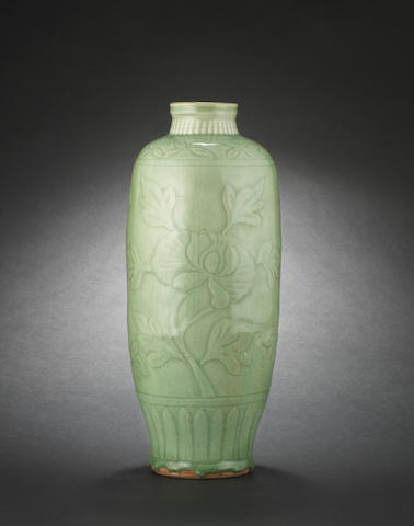A Ming-style olive-shaped vase