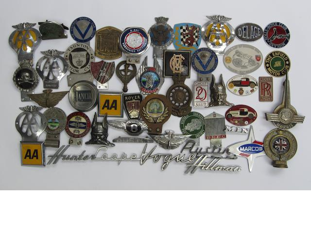 Assorted motoring badges,