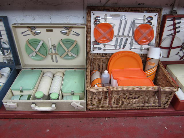 A Brexton 4-person picnic set,