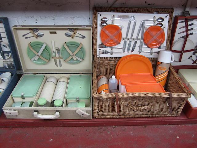 A Brexton 4-person picnic set,