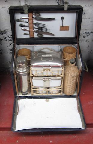A 2-person Drew & Sons picnic case,