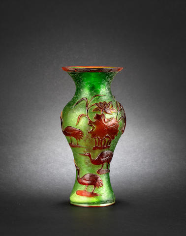A Beijing-style glass vase Qianlong four-character seal mark