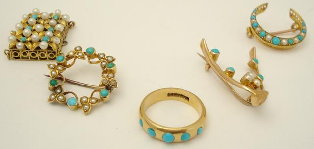 A collection of turquoise jewellery (5)