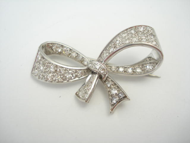 A diamond set bow brooch