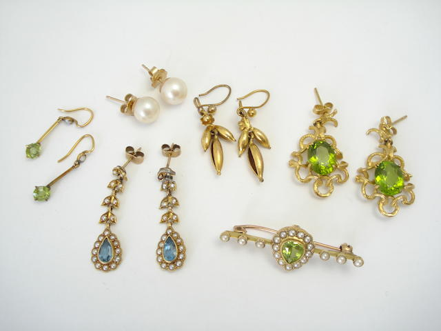 A small collection of jewellery (6)