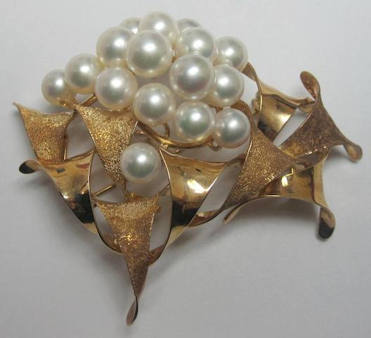 A cultured pearl brooch