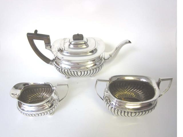 An Edward VII  silver three piece tea service by Holland, Aldwinkle & Slater, London 1901-03