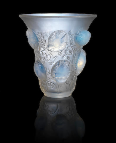René Lalique 'St François' an Opalescent Glass Vase, design 1930