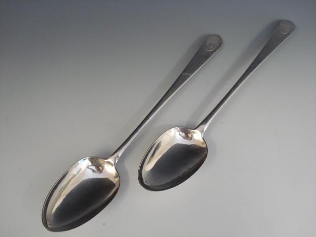 A George III pair of Irish silver gravy spoons, by Thomas Tudor, Dublin 1816   (10)