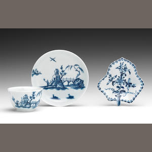 A Lowestoft pickle dish and a teabowl and saucer, circa 1765-70