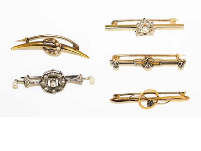 A collection of bar brooches,  (5)