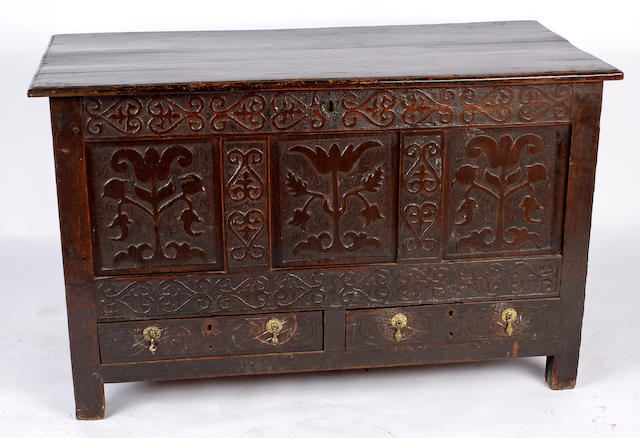 A late 17th Century oak mule chest,