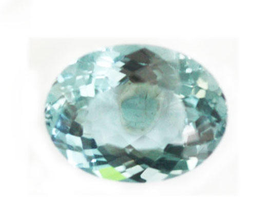 An unmounted oval aquamarine
