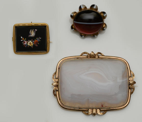 A collection of four antique brooches (4)