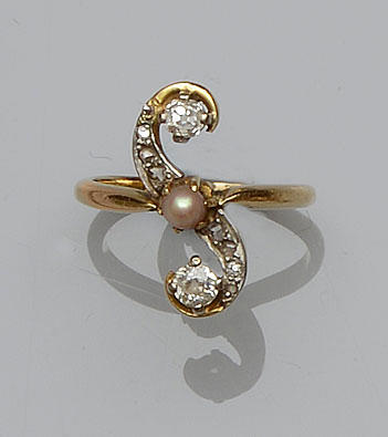 A diamond and pearl dress ring