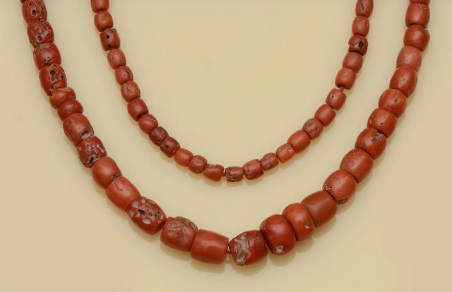 A matched suite of coral jewellery (2)