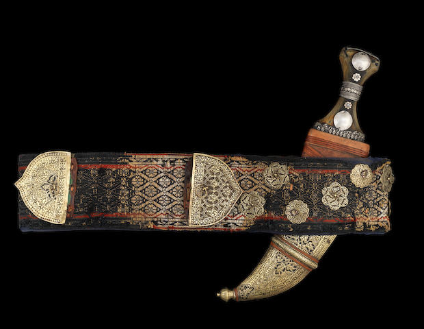 Poignard Yemenite - A Yemeni dagger with belt and silver sheath, 20th century