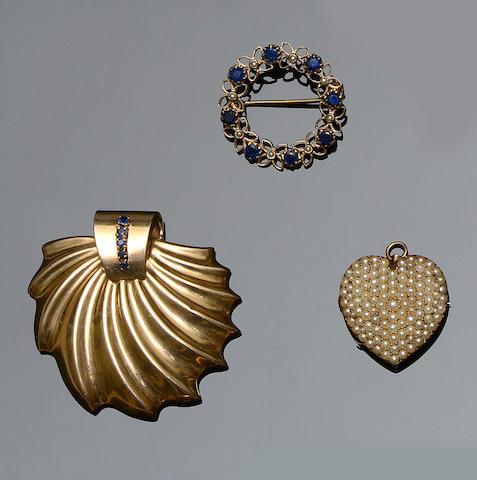 A sapphire set brooch/pendant (3)