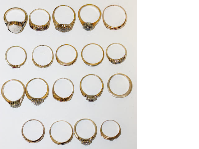 A collection of 19 variously set rings