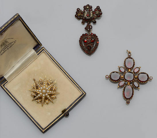A small collection of gem set jewellery (3)