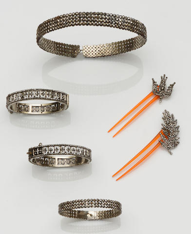 A collection of 19th century cut steel jewellery (6)