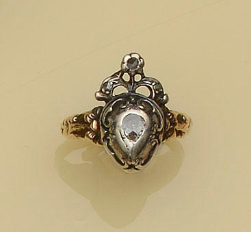An antique diamond set ring