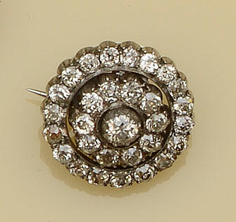 A Victorian diamond cluster brooch/pendant