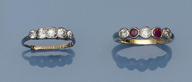 A diamond five stone ring (2)