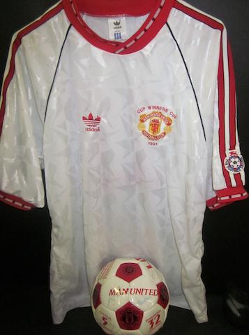 1991 Manchester United European Cup Winners Cup hand signed football & shirt