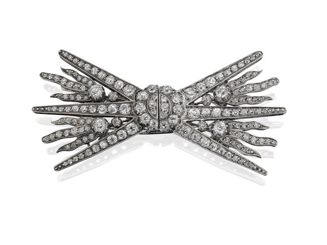 An Art Deco diamond double-clip brooch