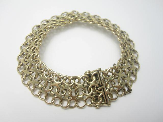 A 9ct gold bracelet