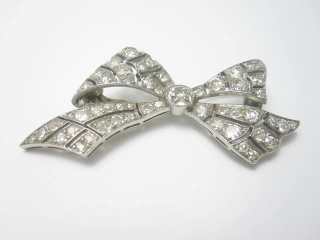 An early 20th century diamond bow brooch