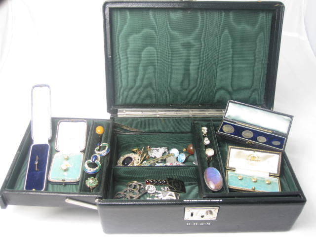 A jewellery box and contents