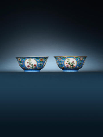 A pair of famille rose sgraffiato blue-ground bowls Daoguang, four-character marks Wenfu Yawan (Elegant trinket for a man of literature)