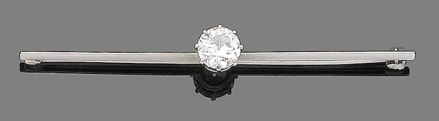 A diamond single-stone bar brooch