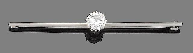 A diamond single-stone bar brooch