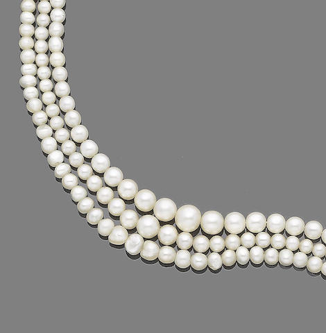 Three single-strand natural pearl necklaces and one single-strand natural and cultured pearl necklace (4) (partially illustrated)