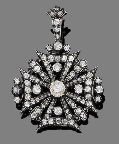 A diamond Maltese cross brooch/pendant,