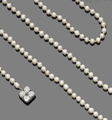 A single-strand natural pearl necklace