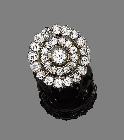 A late 19th century diamond cluster ring/pendant